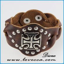 Vendita calda a buon mercato all'ingrosso cinturino in pelle bracciali in pelle con borchie