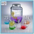 de vidrio con dispensador de agua del grifo