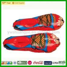 Más nuevo Funndy diseño inflable de plástico zapatos para la promoción