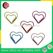 Em forma de coração clipes de papel