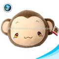 En peluche peluche peluche oreiller emoji singe. tête de singe