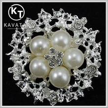 Round rhinestone jewelry brooch with pearl