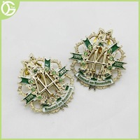 2015 wholesale alibaba cut-out metal custom rhinestone lapel pin with safety pin