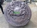 bronce vivo cangrejo ronda de escultura en relieve