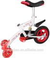 el ejercicio de la bicicleta para los niños con tres ruedas