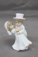 porcelain wedding gift with dancing YLDH14015-03