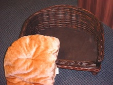 willow pet bed with legs