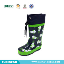 new fashion rubber cheap rain boots for kids. wholesale football kids rain boots