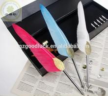 Min retro European feather pen with golden leaf