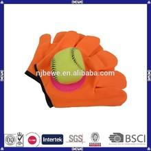 china fabricación de encargo guantes de plástico forma de velcro captura juego de pelota