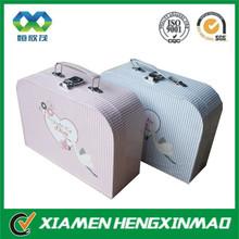 Xiamen custom handmade folding cardboard paper gift box with handle