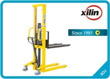 Fixed forks manual hand stacker