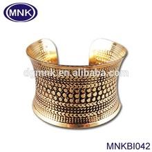 Black Shiny Gold Tone Texture Pattern Metal Bangle Cuff