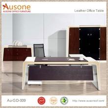 yeni tasarım yöneticisi kullanılan masif ahşap çalışma masası
