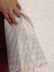 Organic cotton absorbent pads made of 100% spuer fine cotton fibers