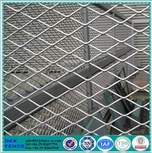 Galvanized expanded metal mesh for walkways