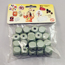Natural Round Wooden Beads for wholesale pantone color printing new paper bag crafts