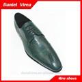 حذاء رجالي اللباس أحذية للأخضراللون صورة