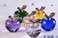 Manzanas coloridas de cristal para la boda o de adorno de navidad