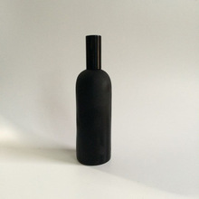 cosmetic long neck amber/black glass bottle with plastic pump sprayer