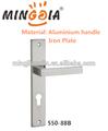 modelo popular de aluminio palanca de manija de la puerta con la placa de hierro
