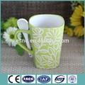 de alta calidad pintados a mano de cerámica taza de gres con una cuchara de diseño agradable para las promociones