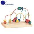 los niños en edad preescolar infantil de juegos educativos juguetes de madera alrededor de la cuentas laberinto de alambre de juguete de regalo