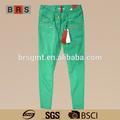 Sexy femme hiver, serrées.'pantalon en vert