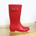 2014 de moda lady red sexy botas altas de goma con hebilla