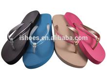 2015 good quality low price 2 tone strap basic PE beach slippers