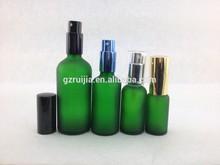 Vert bouteilles en verre avec pompe à huile essentielle bouteille en verre avec pompe de pulvérisation avec compte-gouttes