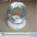 Pequena bobina de fio de ferro galvanizado e gi fio de ligação
