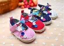 2015 branded anti-slip soft-soled new born baby toddler shoes& prewalker-little dots design