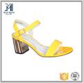 atacado mais recente moda de qualidade amarelo couro grande salto da sandália para as mulheres
