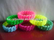 2012 Newest design Eco-friend Silicone Hemp Flowers Bracelet