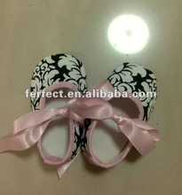 new design damask baby shoes with pink ribbon Toddler shoes
