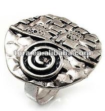 Fashion Vintage Style Swirl Hammered Round Ring (Burn Silver) silver fashion ring metal ring
