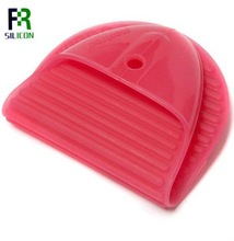 2012 newest style silicone heat resistant glove