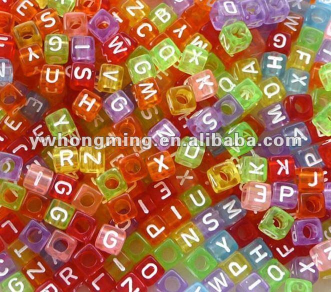 Harfli alfabe boncuk renkli, 7* 7mm küp, yüksek kaliteli karıştırılmış Mektup boncuk!! Eniyi fiyat!