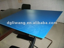 Edges sealing corrugated plastic sheet