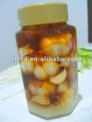 pickled garlic in vinegar