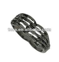 fashion skeleton hand two finger ring