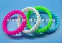 2012 Popular Silicone Twist Wristband