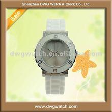 Elegant quartz watch silicone strap and 3 ATM waterproof DWG-R0140