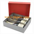 Cartón rojo en caja del vino marcas