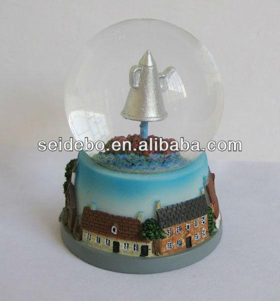 High quality resin customized snow globe,water globe