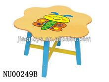 Hermosa mesa de dibujos animados para los niños