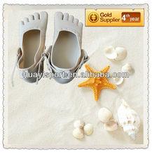 2012 Hot sales fashion women plastic five fingers beach shoes