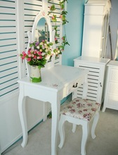 Simple and fresh Mid-east style dressing table with mirror