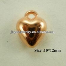 Jingxin Jewerly ornamento de cobre recubierto de plástico del corazón colgante tamaño 10 * 12 mm níquel y sin plomo